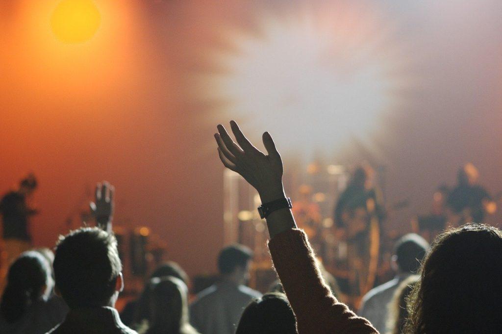 BiSHのブレイクのきっかけは?楽器をもたないパンクバンド「BiSH」が話題!楽曲やメンバーを解説